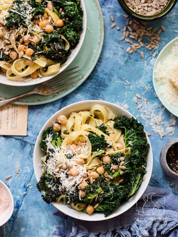 Tagliatelle z jarmużem i ciecierzycą | Chilli, Czosnek i Oliwa | blog kulinarny