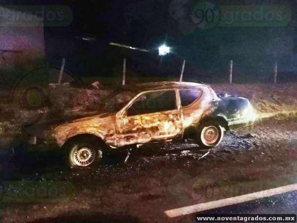 Jornada de violencia llega a Morelia: queman auto y tráiler en salidas a Charo y a Quiroga.