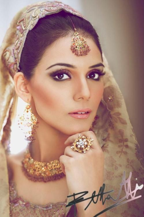 I hate it when Indian brides wear too much makeup. This is just perfect!