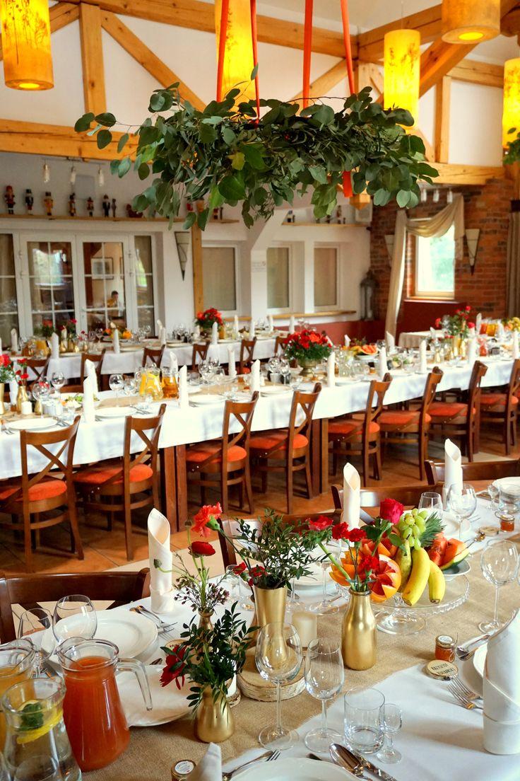 #decoration #wedding #flowers #rustic #redflowers #pantonfiestared #bouquet #red #gold #wreath