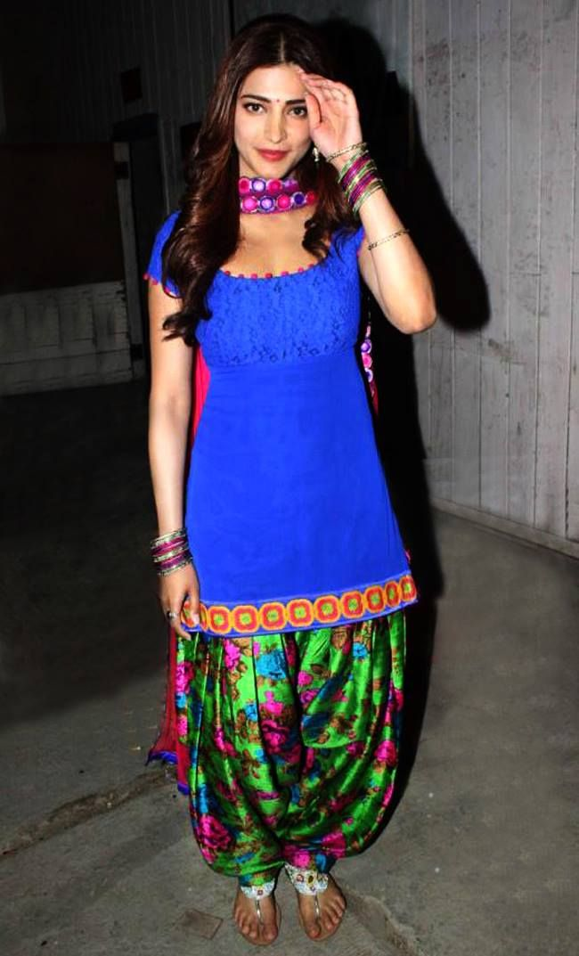 Looks like Shruti Hassan is all set to bring the Patiala Trend back in town with her movie Ramaiya Vastavaiya.