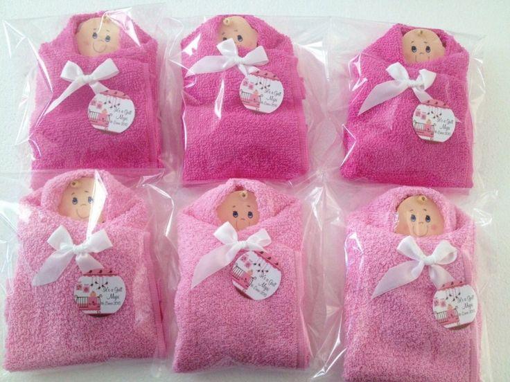 Amazing Bebe Envuelto Con Toalla Como Souvenirs De Baby Shower   Manualidades Para  Baby Shower