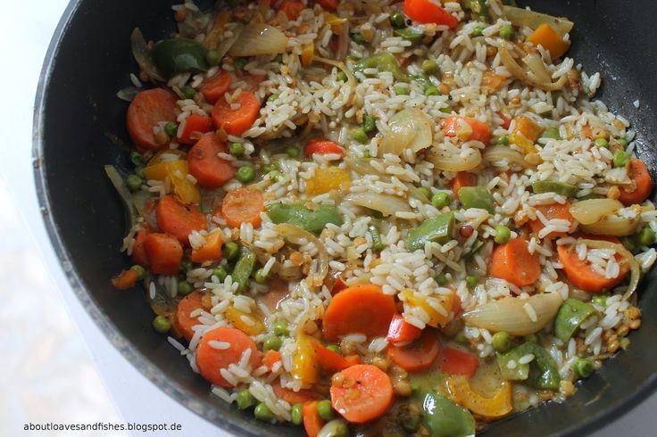 Vegetarisches Gemüse- Curry mit Karotten, Paprikaschoten, Erbsen und Linsen