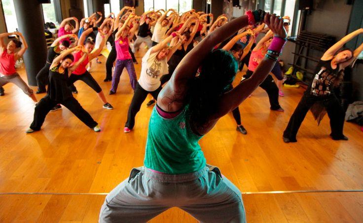 Dimagrire con la Zumba: Come si balla? Come si perde peso ballando? – Fitness in Casa – Video esercizi gratuiti