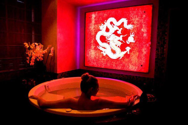Vasca idromassaggio in camera del Buddha Bar Hotel – Praga