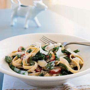 pasta primaveraFun Recipe, Lights Recipe, Trav'Lin Lights, Pasta Dishes, Cookinglight, Green Beans, Cooking Lights, Lights Pasta, Pasta Primavera