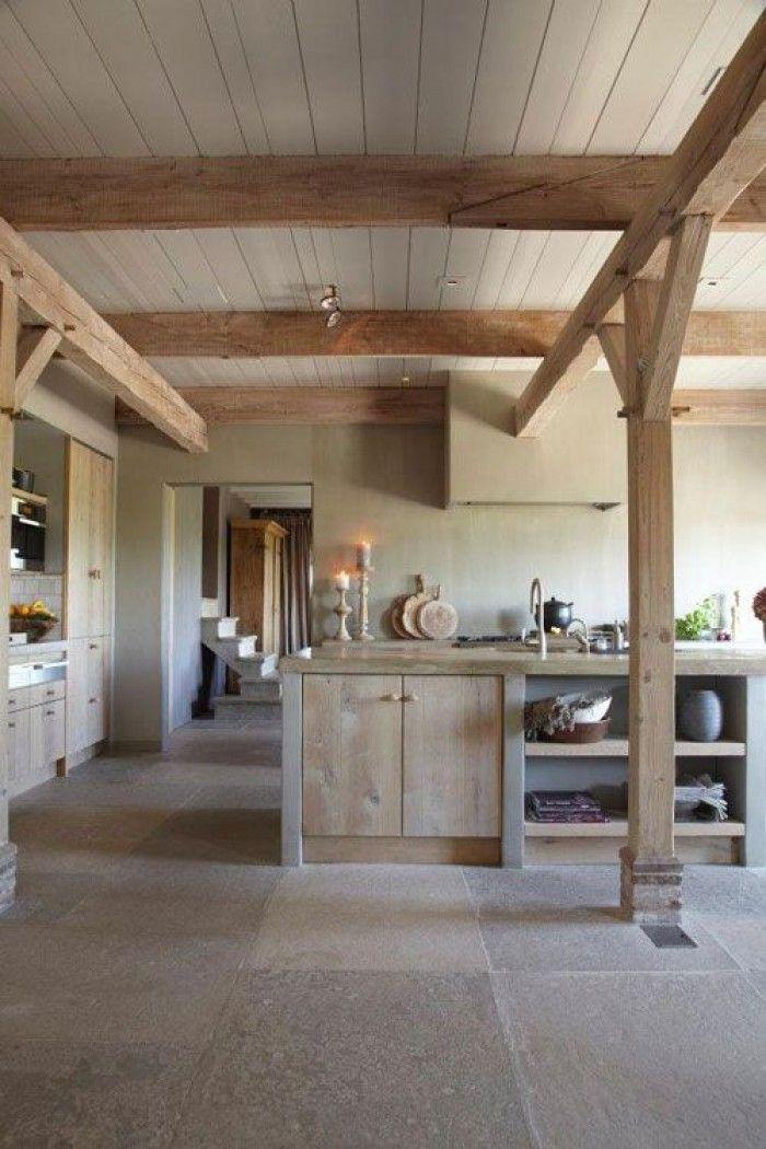 Fußboden!    Keuken met zichtbare balken
