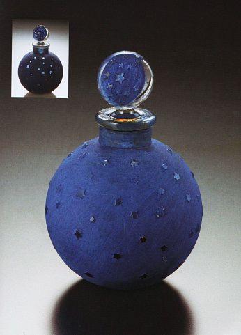 ルネ・ラリック 1924年に発表された香水『ダン・ラ・ニュイ(夜中に)』収められた瓶≪ブルー・ドゥ・ニュイ・エトワレ(星空の青)≫
