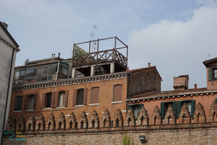 Wouldn't you love to have a drink on that terrace? It will be quiet and you will have a great view on Venice.