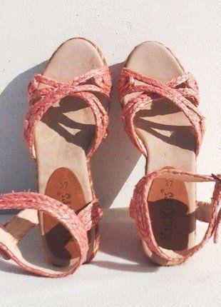 À vendre sur #vintedfrance ! http://www.vinted.fr/chaussures-femmes/compensees/37187494-nu-pieds-compensees-facon-espadrilles-kickers-rose-37