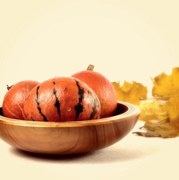 Miska z czereśni z dyniami / Sweet cherry bowl with pumpkins #toczenie #toczeniewdrewnie #woodworking #woodturning #wooddesign #drechseln #handcraft #woodenbowl #bowl #woodshop #woodart #wood #drewno #zdrewna #drewnianeprzedmioty #misy #miska #misyzdrewna #czereśnia #sweetcherry #recznierobione #rękodzieło #handmade #donitza #homedecor #interiordesign #dekoracja