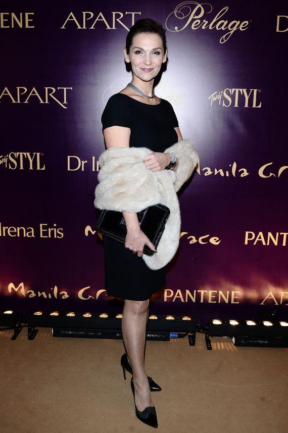 Doskonałość Mody 2014  Bezbrzeżnie nudne, morderczo statyczne, porażająco wtórne- Olga Bończyk (jako wyrafinowana postać z serialu o biznesmenach barwnych lat 90- tych. Tak, drogie dzieci,  wyobrażano sobie ówcześnie luksus…).  Więcej na Moda Cafe!