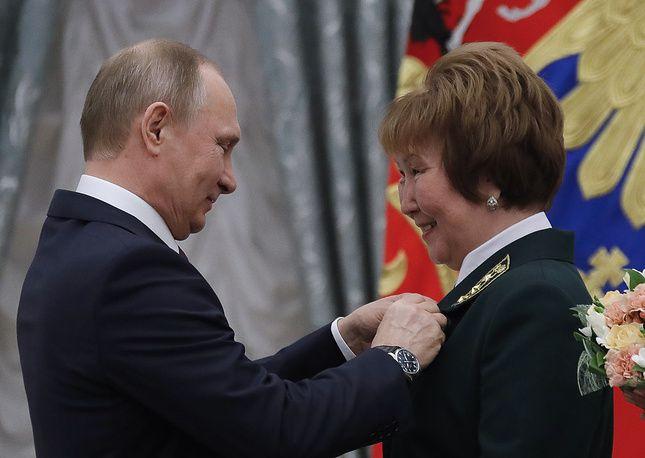 Путин вручил золотые звезды новым Героям Труда   Общество   28 апреля, 13:29 дата обновления: 28 апреля, 14:19 UTC+3   Подробнее на ТАСС:   http://tass.ru/obschestvo/4219817
