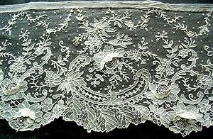 DENTELLE ANCIENNE 19ème BRUXELLES POINT A L'AIGUILLE POINT DE GAZE, antique lace sold for 805 Euros.