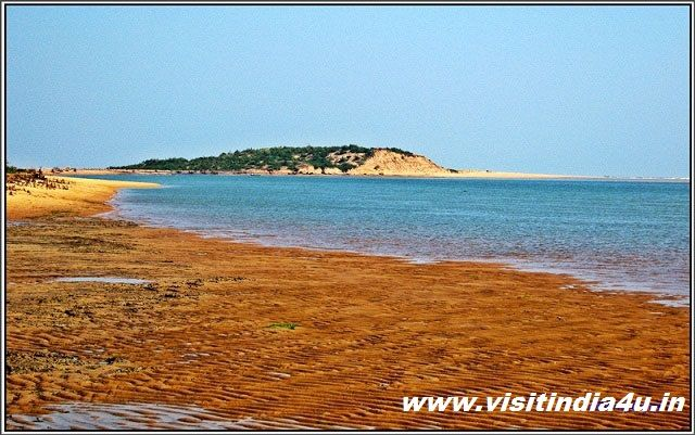 Regent of born beauty, Chilika, the maximal brackish water lake in Collection screening an extent of over 1,100 sq. km is a great attracter for the tourists for sportfishing, Chilika (Lake), Nirmaljhara, Narayani, Banpur & etc. . . http://goo.gl/ZOX53V