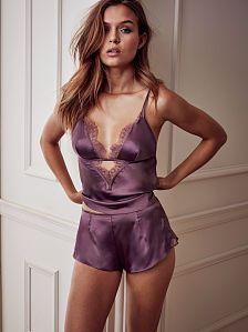 Comprar shorts y prendas sueltas para dormir de mujer en tus colores y estilos favoritos. Solo en Victoria's Secret.