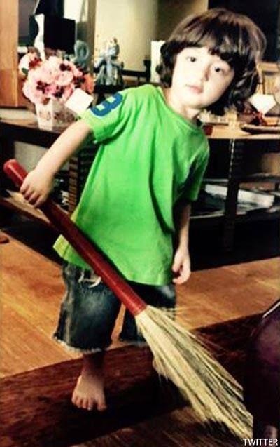 Shah Rukh Khan's toddler AbRam Khan's photo will help you beat the Monday morning blues!