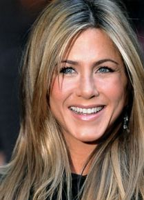 Jennifer Anniston with grey roots showing...tres chic ... | 209 x 290 jpeg 17kB