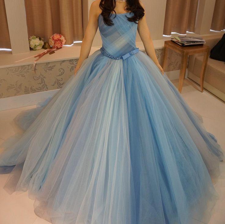 ずっと着てみたかったドレス。青系の様々な色のチュールを何枚にも重ねられている♡フォーシスの中ではこのドレスが1番好き☺️ #CD試着#フォーシスアンドカンパニー…