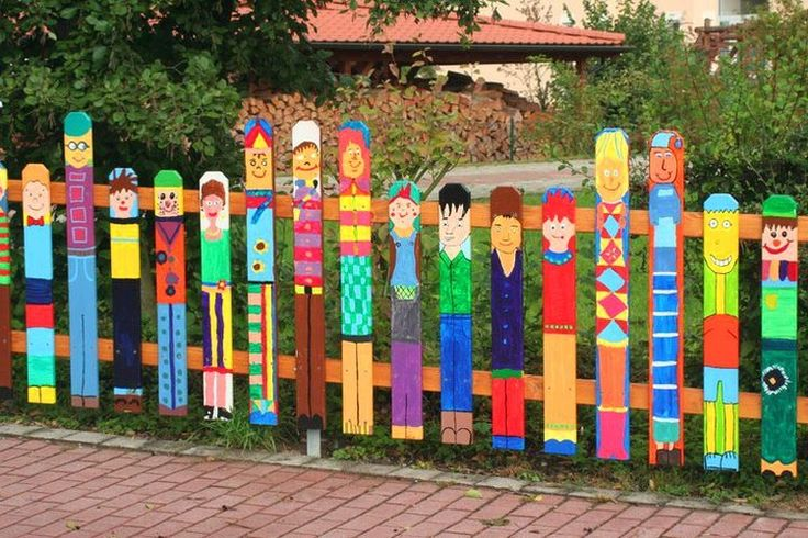 painted characters on wood plank fence http://www.architectureartdesigns.com/12-creative-and-unusual-diy-fences/