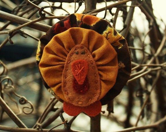 turkey ornament Thanksgiving decoration. Felt and yoyos.