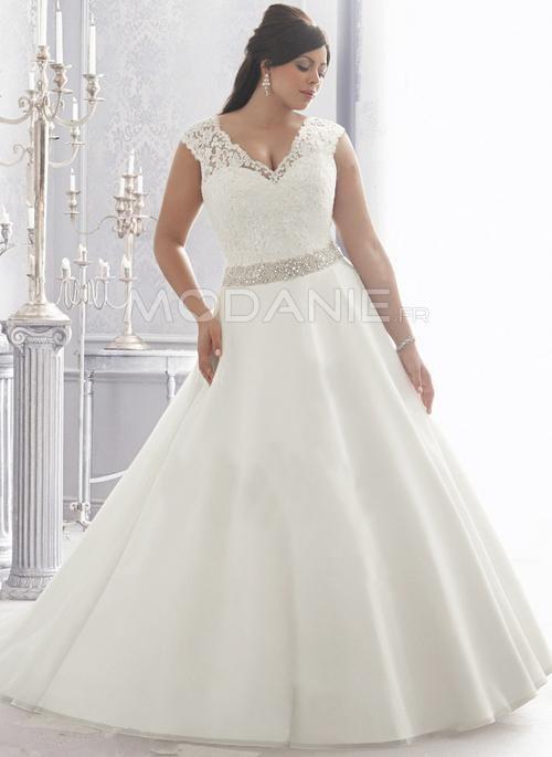 Robe de mariée grande taille avec un col en V et des perles [# ...