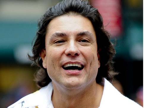 Osvaldo Ríos born Osvaldo Ríos Alonso on October 25, 1960 in Carolina, Puerto Rico, is a Puerto Rican actor,[1] model, singer, and guitarist, who is best known for his roles in telenovelas. He has appeared in several soap operas, including Abrazame muy Fuerte, Kassandra and the 1996 version of La Viuda de Blanco.