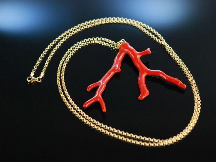 Big Coral branch pendant! Natürlich gewachsener, intensiv roter Sardegna Korallen Ast Anhänger mit langer Erbskette, Kette aus vergoldetem Sterling Silber 925, echter Korallen Schmuck bei Die Halsbandaffaire