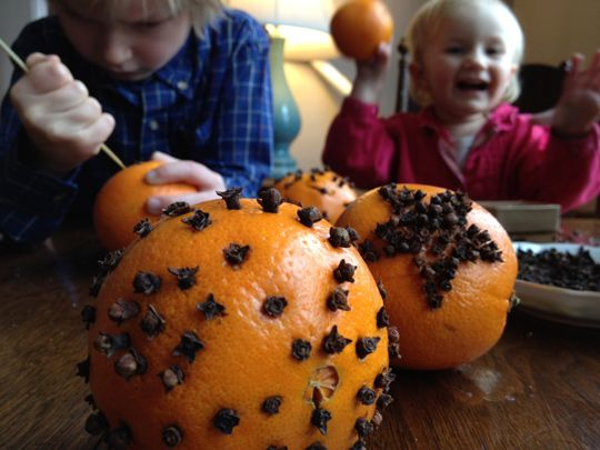 Pomanders: an easy winter craft for kids.