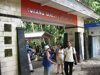 I followed my guest to entrance gate to take a tradtional boat flow to Green Canyon, Pangandaran