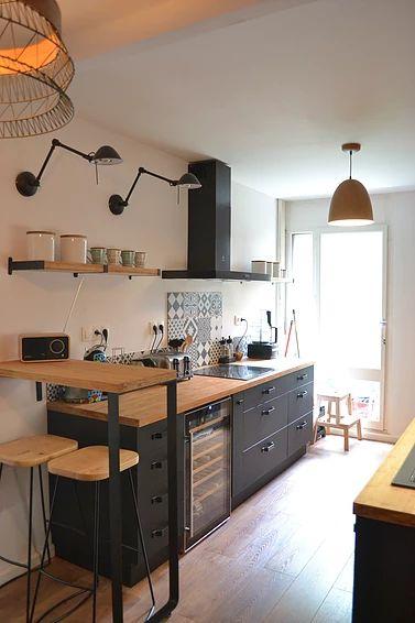 Découvrez le magazine d'inspiration Un Tour Chez Nous à travers la visite d'un appartement entièrement rénové par l'agence 1TCzN.