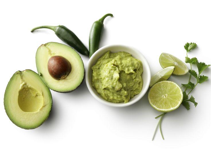 Daca iti place sa consumi avocado, insa iti doresti sa incerci o reteta foarte simpla, care nu este bogata in calorii si care contine putine ingrdiente, poti sa optezi pentru aceasta minunata reteta de pasta
