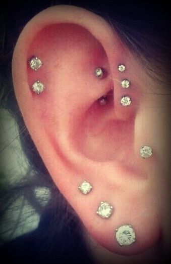 multiple cartilage piercings (I want 3 helix like this !! :()