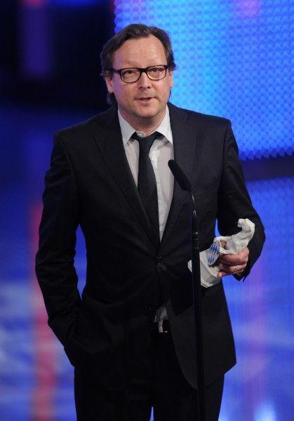Matthias Brandt with the Price Trophy at the awards show of the Bayerischer Fernsehpreis © Süddeutsche Zeitung