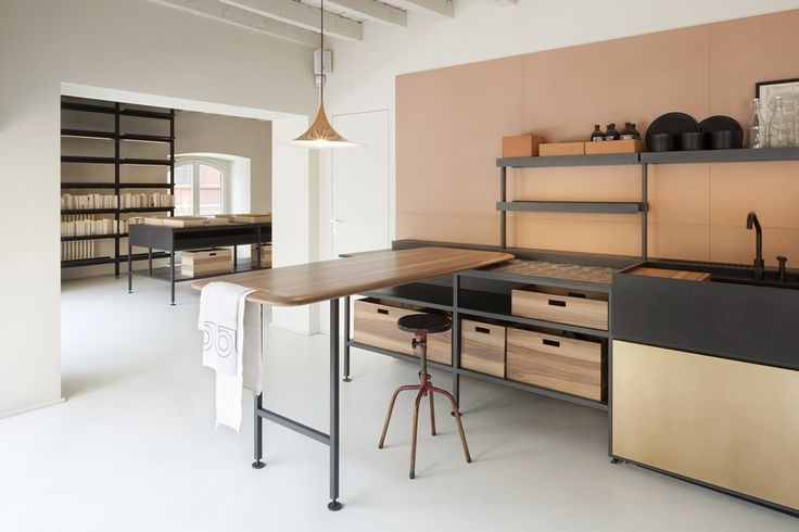 When Italian kitchen innovator Boffi asked designer Patricia Urquiola to come up with a modular kitchen system, she gave a think and came up with a system Kitchen Flooring, Kitchen Furniture, Kitchen Interior, Living Room Furniture, Concrete Kitchen, Freestanding Kitchen, Minimal Kitchen, Built In Desk, Cuisines Design