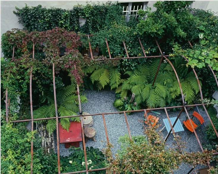 Hidden from the outside world by an arbour and a profusion of plants, this roof terrace becomes a garden of light and shade.