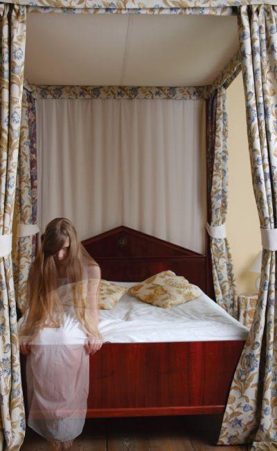 Kjenner du et par som tør å overnatte på rom 216? En spøkelsesnatt for to er ikke for de lettskremte! Gi bort overnatting på et historisk hotell med god frokost inkludert.