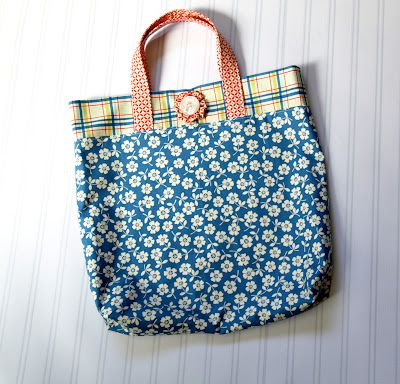 Riley Blake Designs Blog: Project Design Team Wednesday~Fat Quarter Tote: Crafts Ideas, Totes Bags Tutorials, Sewing Projects, Quarter Totes, Fat Quarters, Tote Bag Tutorials, Tote Bags, Sewing Patterns, Cottages Home