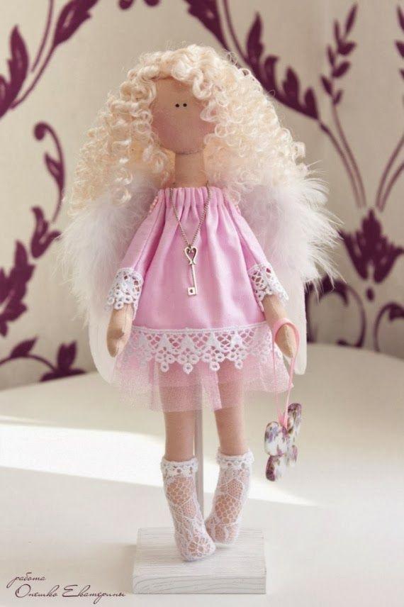 Mimin Dolls: A charming blonde
