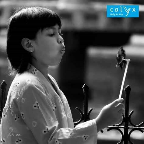 """Clothing: Calyx """"Citra"""", kebaya longgar berbahan jumputan. Model: Magia Photographer: Reza Mappanganro"""