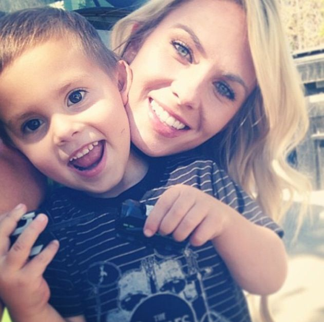 CarlieStylez is one of my favorite youtubers I love her vlogs.