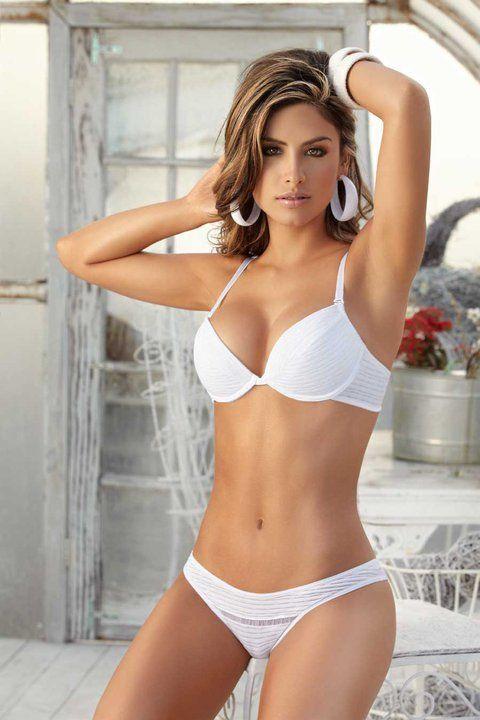 Chica ido bikini salvaje