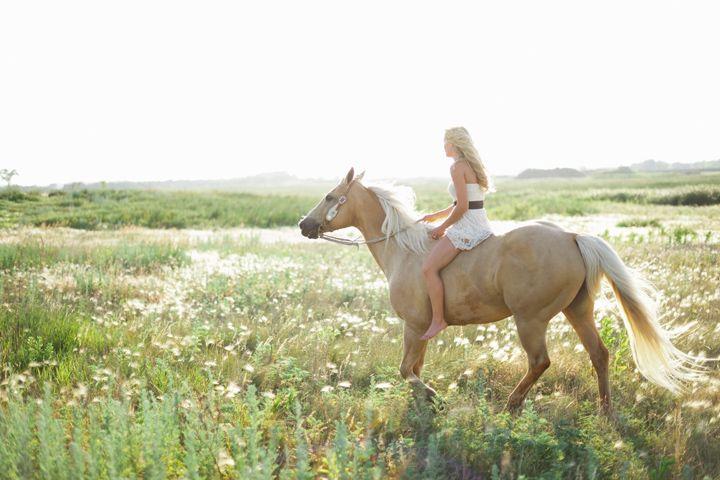Riding bareback @Laura Nielson