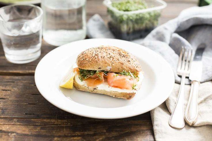 Lunch-tip: broodje gerookte zalm met roomkaas en tuinkers