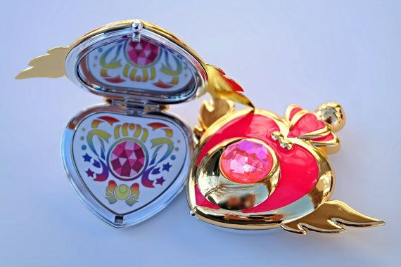 I need this Sailor Moon compacts mirror its just to perfect for a Sailor Scout like ME!!!!