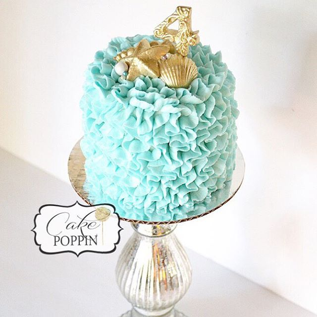 My fave from the week, an Under the Sea inspired loose ruffle buttercream smash cake This technique with the more organic ruffles is one of my new loves!