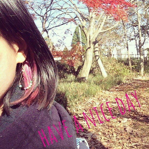 【miimo38】さんのInstagramをピンしています。 《#アッシュ な#ピンクベージュ の#インナーカラー にする予定が見事な#マゼンタ に。 少しずつカラーが落ちてゆくゆくは目指す色になってくれるといいな。 今はアニメ好きのコスプレーヤーかV系ロック好きの人にしか見えない(笑)  #紅葉 #秋冬ファッション#秋 #秋色 #ファッション #ヘアカラー#ハンドメイドピアス#マルチカラー#ハンドメイドアクセサリー#フープピアス#アクセサリー#ティアドロップ#ピンク#自然#風景#林#森#北海道#メッシュ#黒髪メッシュ》