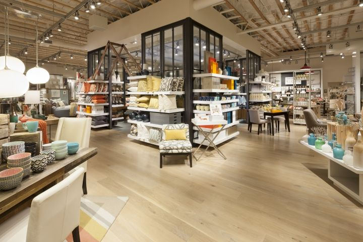 West Elm home furnishings store by MBH Architects, Alameda   California furniture store  стол витрина справа
