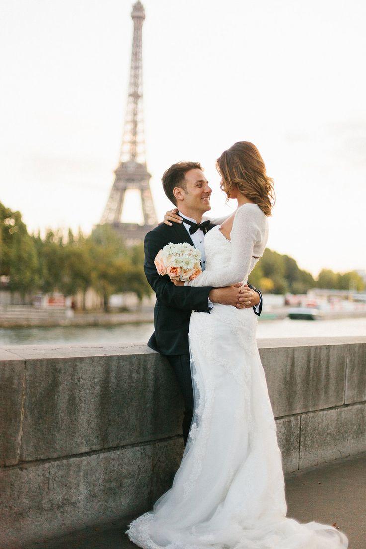 #toureiffel #eiffeltower #brideandgroom #paris #paris #destinationwedding #weddingplanners #italianstyle #ilbiancoeilrosa #destinationweddingtuscany #chicwedding #wedding #mariageaparis #marriage #matrimonioaparigi #gettingmarriedinparis #sposarsiaparigi Photo by @alainm