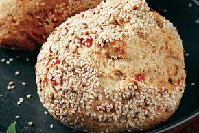 Χωριάτικο καρβέλι από την Αργυρώ Μπαρμπαρίγου | Ψωμί πεντανόστιμο με πολλά μυρωδικά, τυρί και λαχανικά, που θα μπει στο εβδομαδιαίο μενού σας.